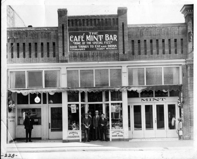 Cafe Mint Bar. Late 1920's