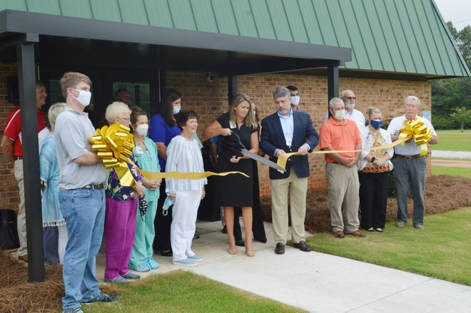 Jefferson Hospital CEO Wendy Martin cuts the ribbon on its new Behavioral Health Center Wednesday, Aug. 25.