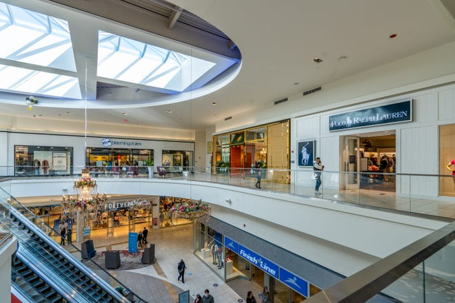 With 530,000 square feet of luxury shopping, Fashion Outlets of Chicago has everything you need all in one place.