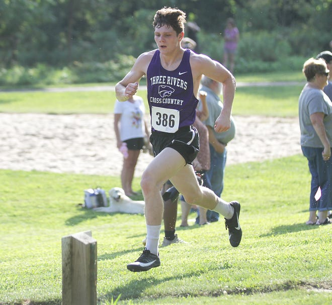 Javier Kelley-Martinez paced Three Rivers at the Big Hill Invitational on Tuesday, finishing fourth overall.