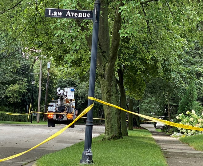DTE crews work to repair on downed wire in Law Avenue in Dearborn on Wednesday, Aug. 25, 2021. Photo for outage story please use