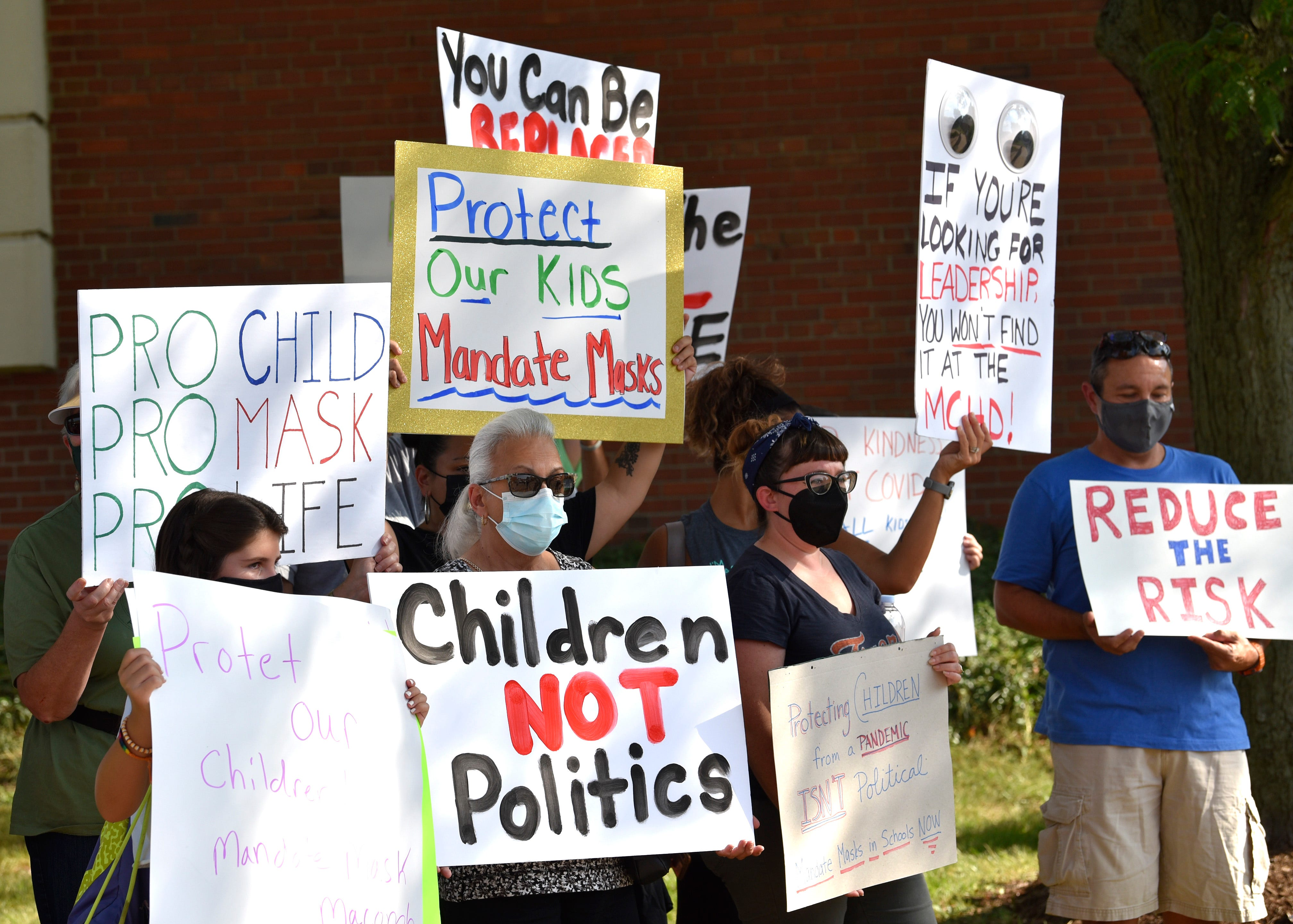 Parents group wants Macomb County to make school outbreak data public