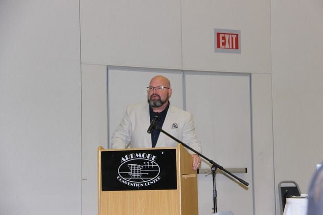 Vice-Mayor Doug Pfau speaks at the Ardmore Community Forum on Wednesday, August 25. The forum highlighted successes and achievements from the previous year and outlined things to come.