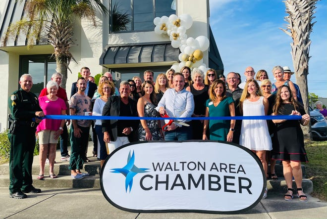 HOWSE opens Miramar Beach location with ribbon cutting.