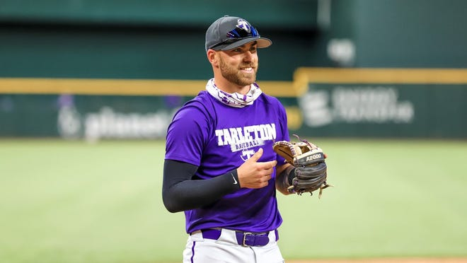 Former Tarleton Baseball standout Dean Frew signed a professional contract on Aug. 15 to play for the Sydney Blue Sox in his hometown of Sydney, Australia.