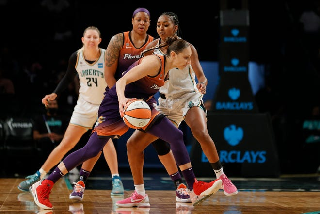 NEW YORK, NEW YORK - AUGUST 25: Diana Taurasi #3 of the Phoenix Mercury dribbles as DiDi Richards #2 of the New York Liberty defends during the first half at Barclays Center on August 25, 2021 in the Brooklyn borough of New York City. NOTE TO USER: User expressly acknowledges and agrees that, by downloading and or using this photograph, User is consenting to the terms and conditions of the Getty Images License Agreement. (Photo by Sarah Stier/Getty Images)