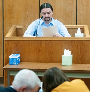 Mickey Dawn Wade reads a lengthy statement to jurors while testifying in his own defense Thursday, Aug. 26, 2021.