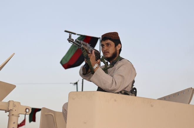 A Taliban fighter stands guard at a checkpoint in Kabul, Afghanistan, Wednesday. [AP PHOTO/KHWAJA TAWFIG SEDIQI]