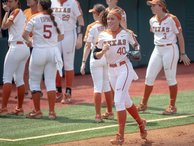 Texas pitcher Miranda Elish (40) runs onto the field before facing off with Houston at McCombs Field on May 19, 2019.
