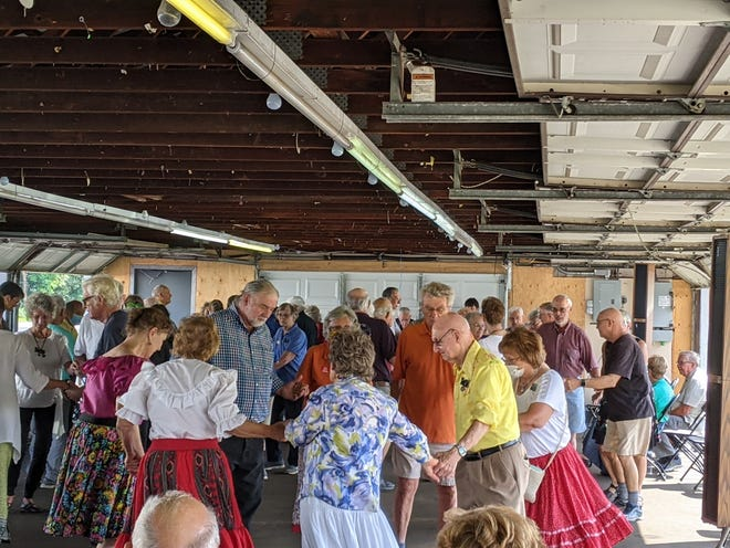 The Western New York Federation of Square and Round Dancers consists of 20 square and round dance clubs, many of which offer beginning dance lessons.