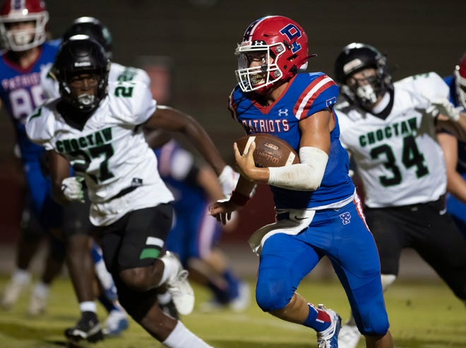 Quarterback Nate Simmons (5) rushes for a touchdown and a 6-0 Patriots lead during the Choctaw vs Pace football game at Pace High School in Pace on Thursday, August 26, 2021.