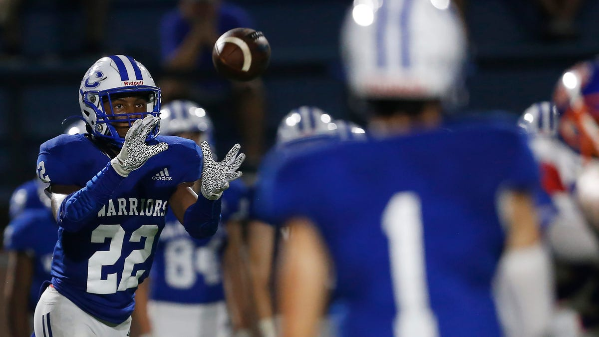 Two-way player: Darius Johnson stars on offense, defense as Oconee County wins ranked battle