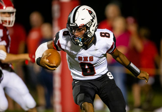 Springfield's Rashad Rochelle (8) takes off on a rush against Glenwood in the second half at Glenwood High School in Chatham, Ill., Friday, August 27, 2021. [Justin L. Fowler/The State Journal-Register]