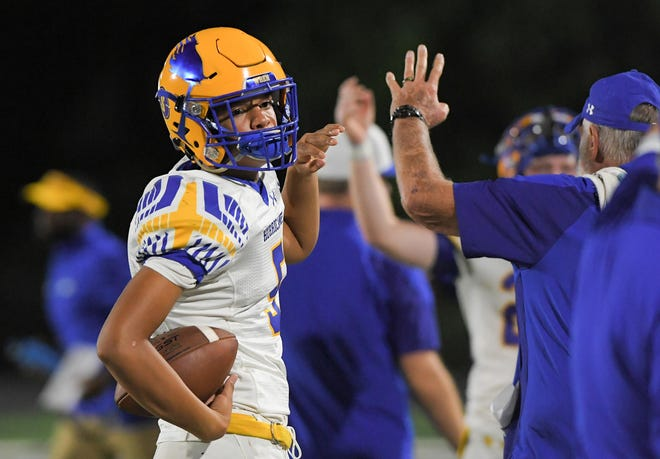 Wren freshman Gavin Owens (5) holds up four fingers before the fourth quarter in Anderson, S.C. Friday, August 27, 2021.