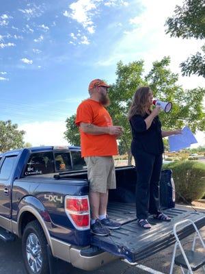 James Knox and Liz Harris address volunteers in Queen Creek on Aug. 28, 2021.
