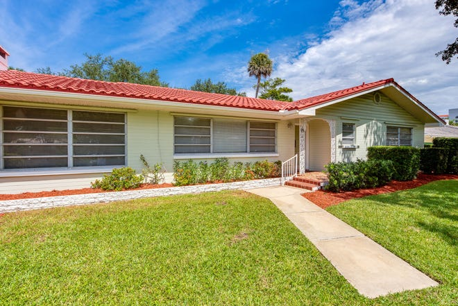 This well-maintained, mid-century home is in the first block of John Anderson Drive – one of the most highly sought-after beachside areas of Ormond.