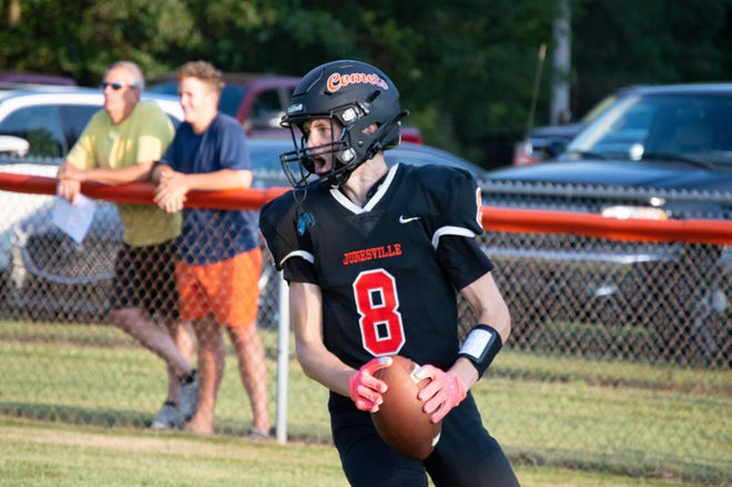 Pictured: Comet Brady Wright. Brady Wright had five catches for 38 yards and two touchdowns in a 52-21 win over Homer.