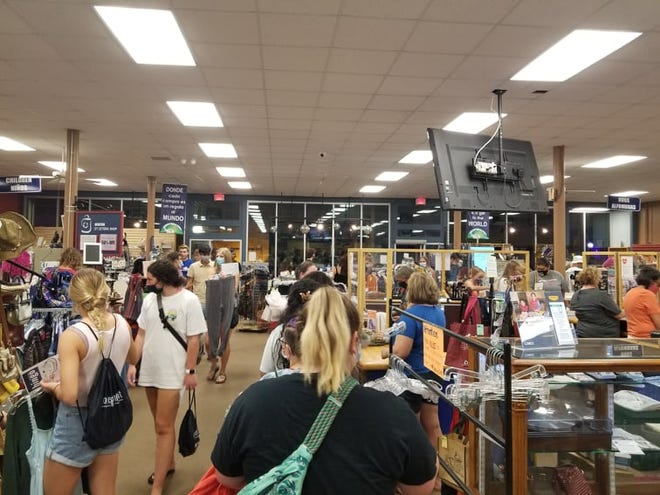 Et Cetera Shop was a popular stop for college students during the annual Newton Area Chamber of Commerce College Night Aug. 26.