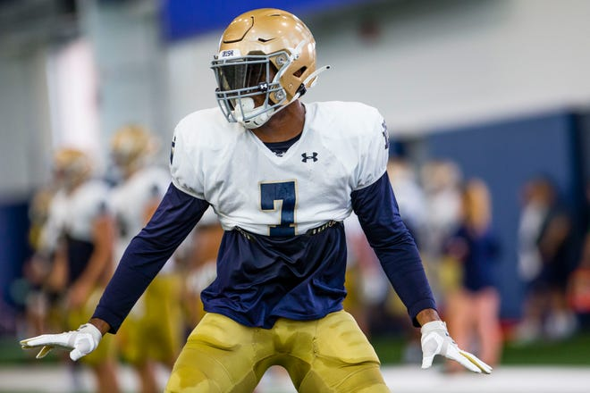 Notre Dame defensive end Isaiah Foskey should play a big role in the Irish effort to pressure Florida State's quarterbacks.