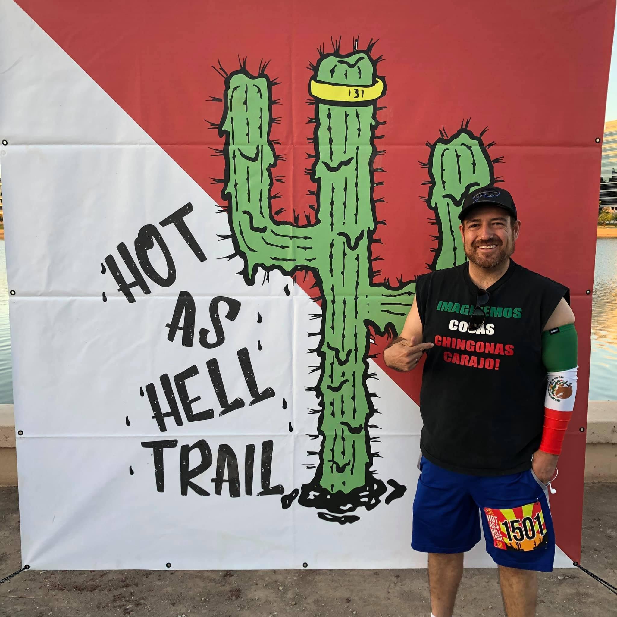 Julio Hernández es un aficionado a las carreras pedestres, hasta el día de hoy a participado en más de 100, incluidos medios maratones.