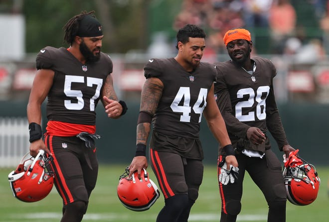 Browns linebacker Jeremiah Owusu-Koramoah (28) is back to practice after missing time with stitches in his forehead. [Jeff Lange/Beacon Journal]