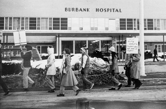 Nurses outside Burbank Hospital in Fitchburg in 1982.