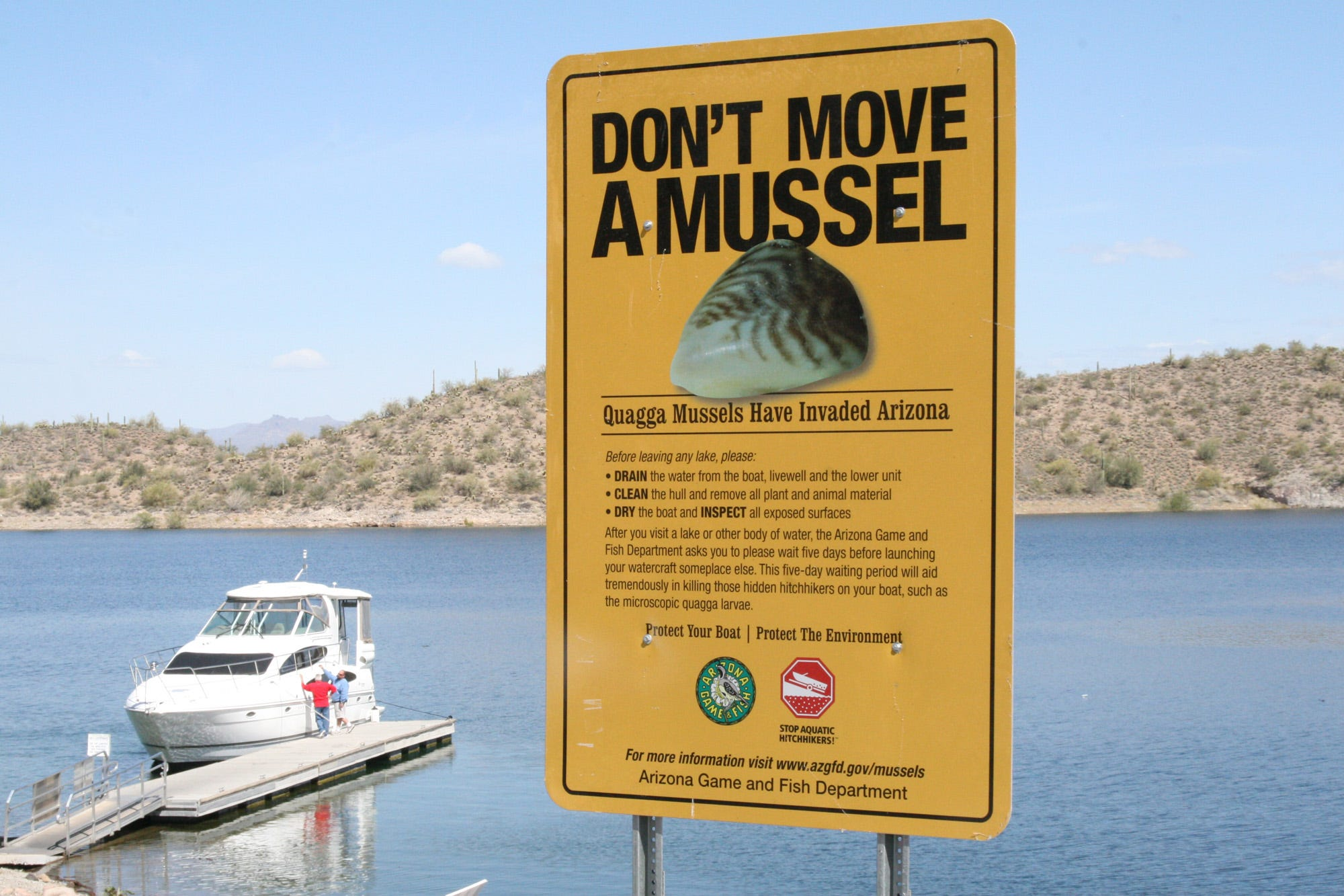 A sign at Lake Pleasant urges boaters to take precautions to avoid transporting destructive quagga mussels.