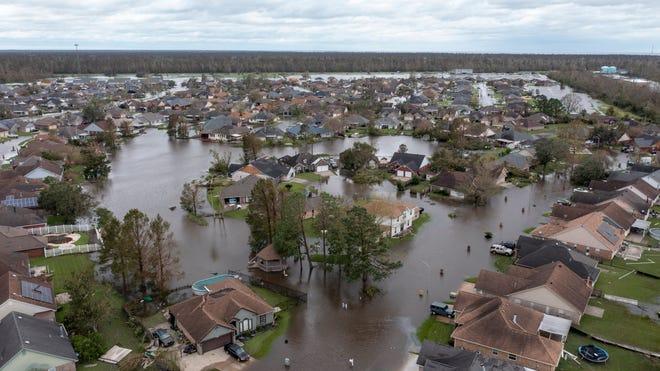 Le nombre de morts atteint 4;  des millions sans électricité