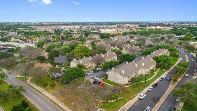 Beverly Hills-based Archway Equitiesand CAF Capital Partners have purchased the Morgan, a 504-unit apartment complex at 1801 Wells Branch Parkway.