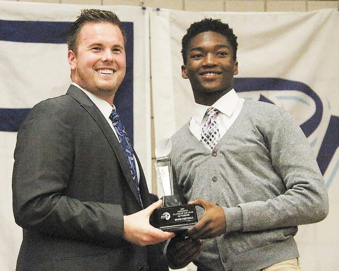 A.J. Parker, right, receives the 2015 Bartlesville High Offensive Player of the Year Award from then-offensive coordinator Andrew Rice.