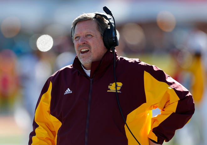Central Michigan coach Jim McElwain reacts on the sidelines during the New Mexico Bowl against San Diego State on Dec. 21, 2019 in Albuquerque, N.M.