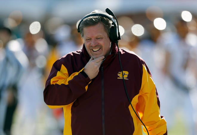 Central Michigan coach Jim McElwain reacts during the New Mexico Bowl against San Diego State on Dec. 21, 2019, in Albuquerque, N.M.