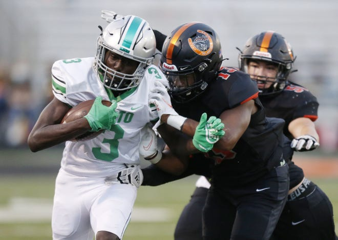 Lesley Andoh has 14 catches for 107 yards and two touchdowns in Dublin Scioto's 2-0 start. The Irish play host to 2-0 Olentangy Berlin on Sept. 3.