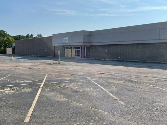 The former Kmart building at 1880 S. West Ave. in Freeport, pictured here on Aug. 20, 2021, will be redeveloped into a Hy-Vee grocery store.