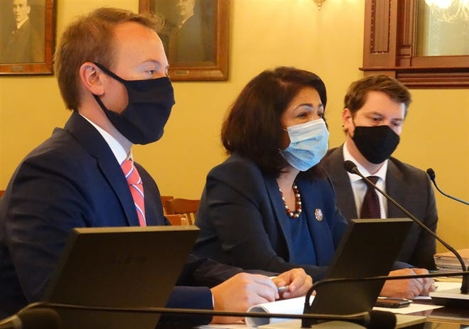 Rep. Lisa Hernandez, center, a Cicero Democrat and chair of the House Redistricting Committee, presents a new version of legislative maps Tuesday ahead of an expected Tuesday evening vote on the maps.