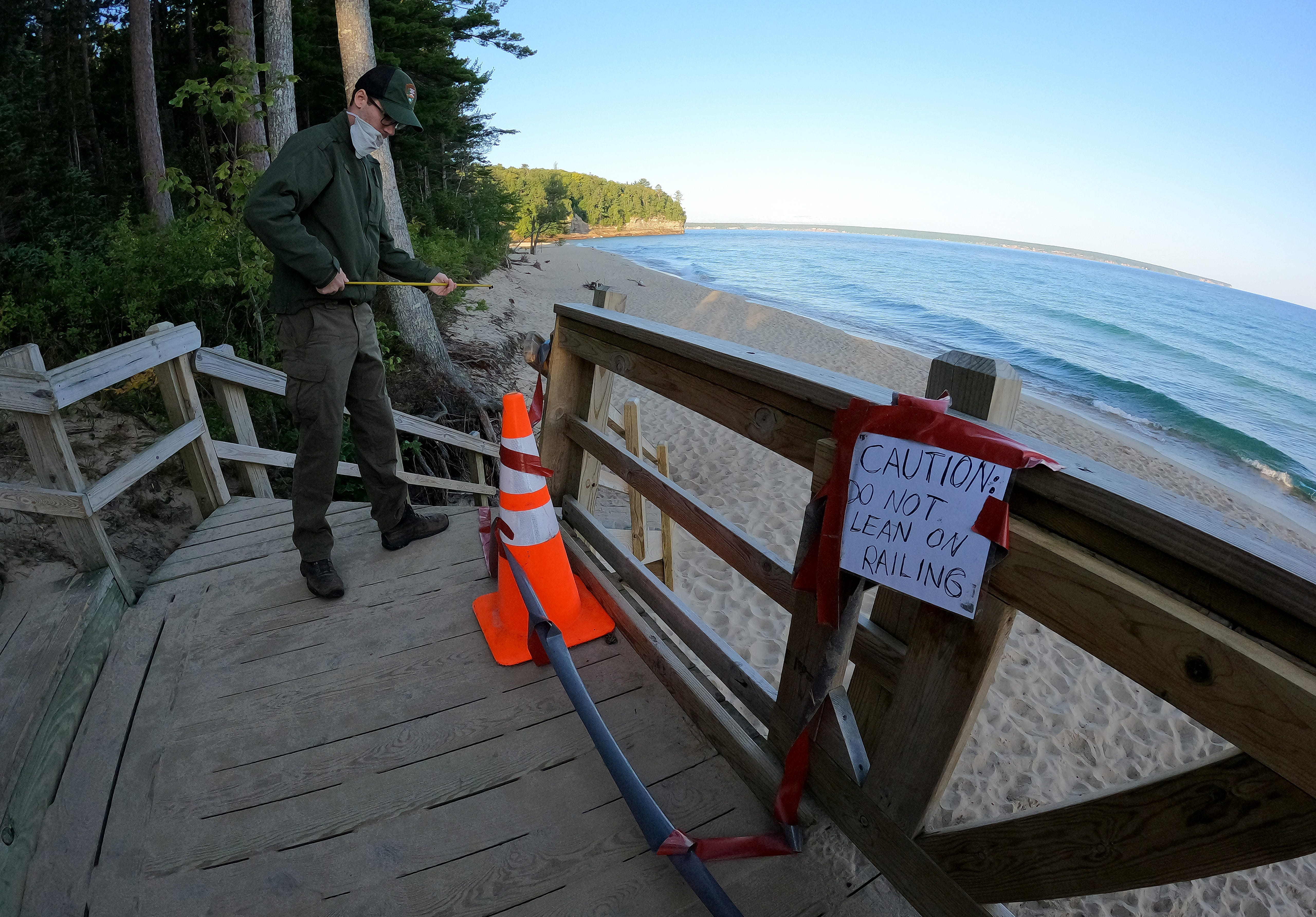 Kayaker dies, another missing off Pictured Rocks in UP