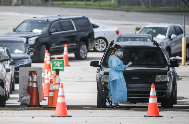 Cars line up at a COVID-19 testing and vaccination site in Nashville on Sept. 1, 2021.