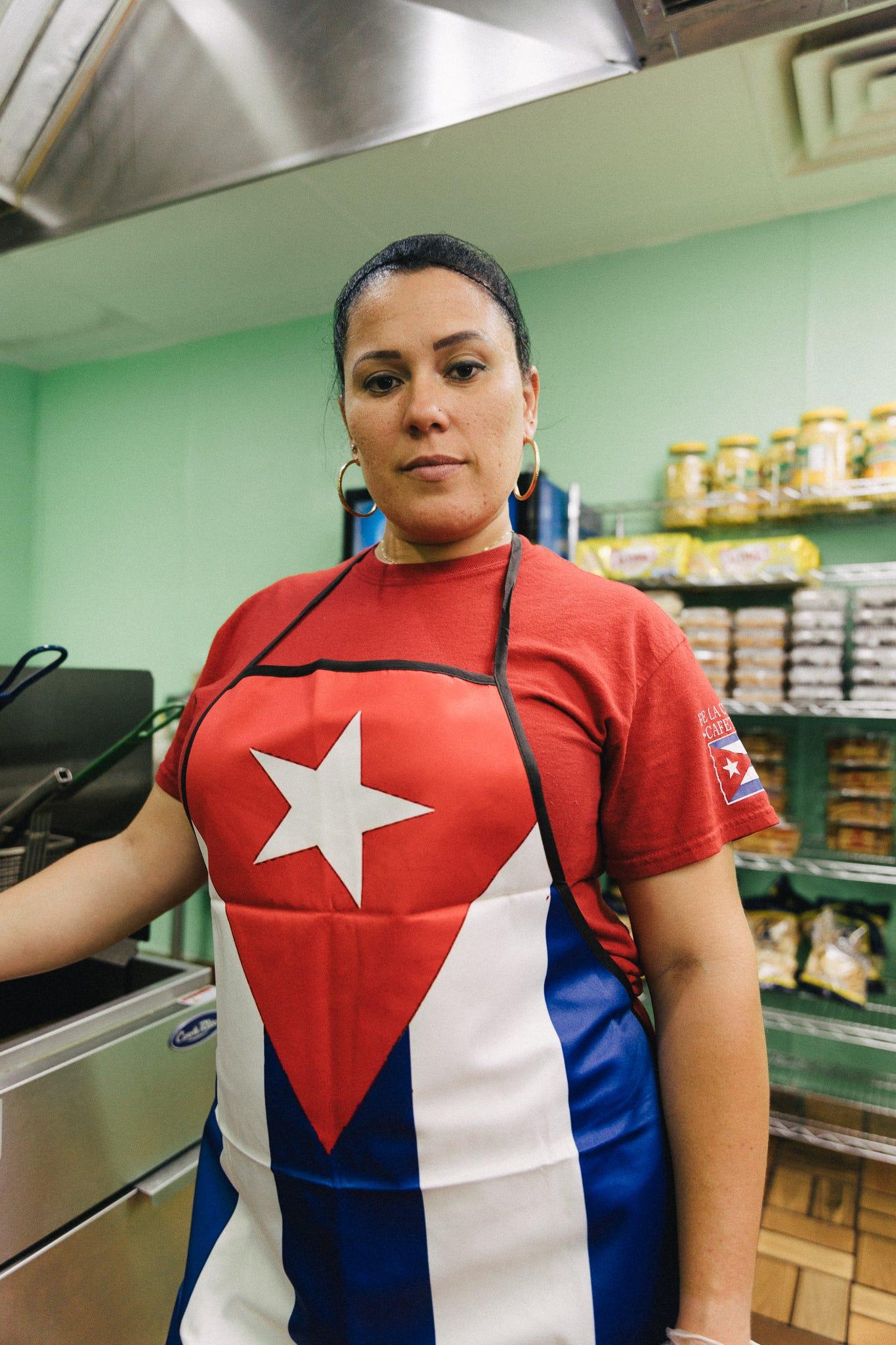 Indira Alonso es dueña del restaurante Fe La Cubana en Glendale, Arizona.
