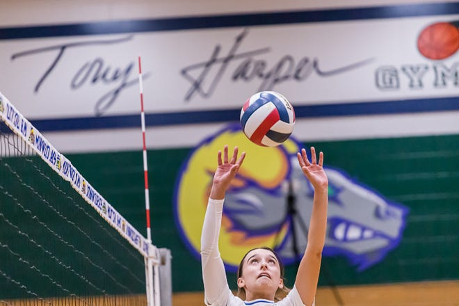 Montwood's Kennedy Garcia (1) during the game against Horizon High School, Aug. 31, 2021 at Montwood High School in El Paso.