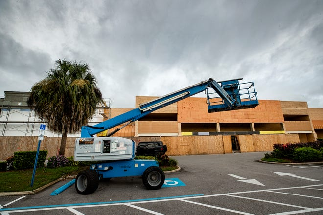 The former Steinmart store at Merchants Walk is being renovated into a 5 Below and Burlington Coat Factory stores in Lakeland  Fl. Wednesday Sept. 2 2021.  ERNST PETERS/ THE LEDGER