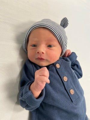 Cainen Matthew Hoenig was born on August 19, 2021 to Cullen and Angelica (Markey) Hoenig.