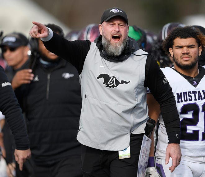 Trent Dilfer coaching his Lipscomb Academy football team in a state championship game last December in Tennessee.
