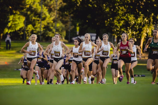 The Oregon women opened the season with a team victory at the Lewis & Clark College XC Opener on Wednesday night.