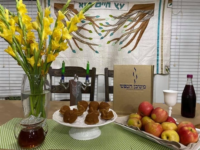 Rabbi Michael Shields of Temple Israel shares his beautiful family table from Rosh Hashanah in 2020.