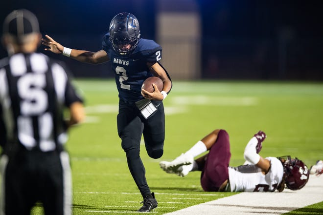 Hendrickson's Breean Arrant tightropes down the sideline on his way to a touchdown Thursday against Killeen, but it was called back because of a penalty.