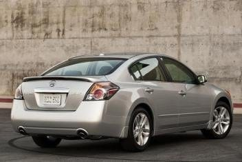 This stock photo of a Nissan Altima is the same model as the suspect's vehicle.