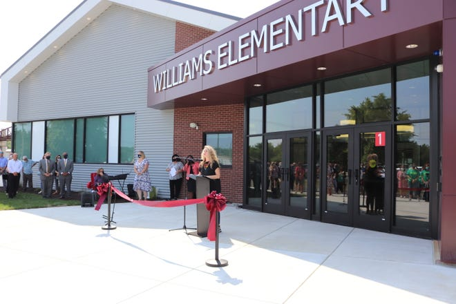 Alina Lehnert, president of the Springfield school board, thanks the community for supporting the $168 million bond issue in 2019, which paid for the new Williams Elementary.