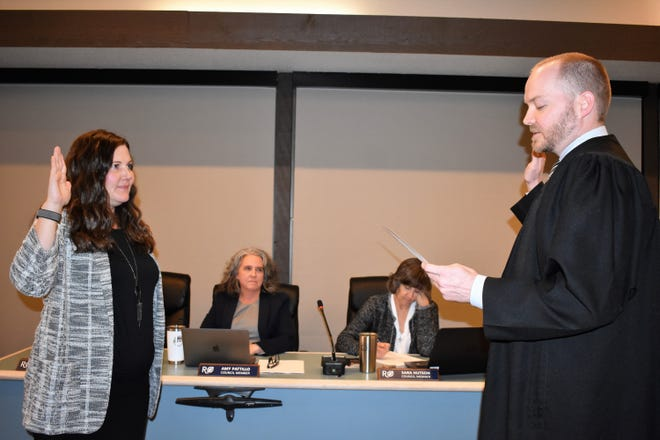 Presiding Judge Robby Chapman offers the oath of office to Rollingwood City Council Member Wendi Hundley in November 2019. Hundley says that she and her family are moving to Italy.