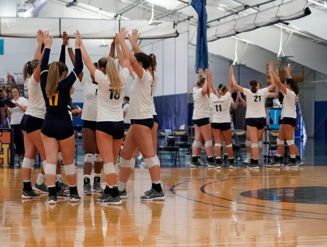The Siena Heights volleyball gathers on the floor and on the bench prior to Friday's match against Roosevelt. [Telegram photo by Mike Dickie]
