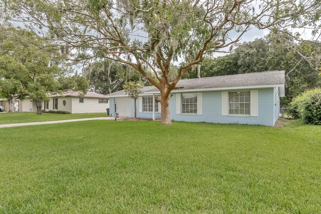 This spacious pool home, which has been completely updated, is located in a very desirable family neighborhood of Ormond Beach.